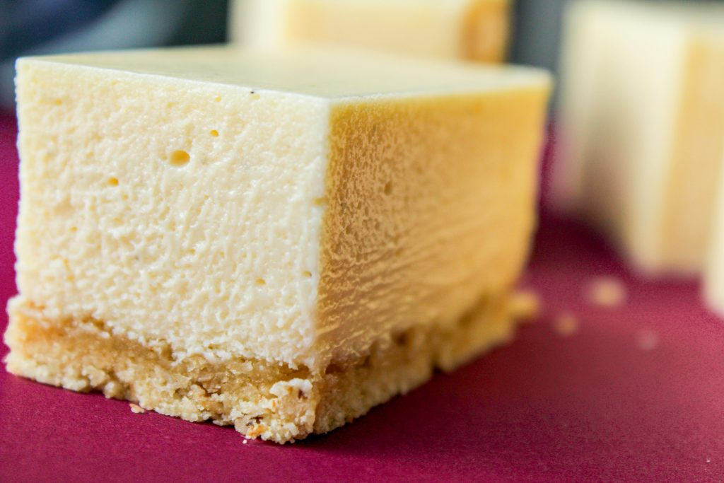 Cheesecake with almond and oat crust gluten free